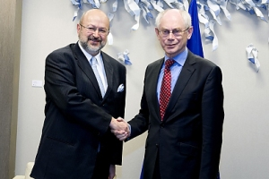 The President of the European Council Herman Van Rompuy (r) greets OSCE Secretary General Lamberto Zannier during the latter's official visit to the EU, Brussels, 10 April 2013. Picture courtesy of the European Union